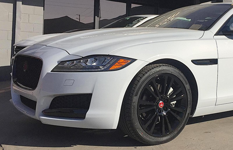 White Jaguar XF | Blackout Package | Powdercoated Black Wheels