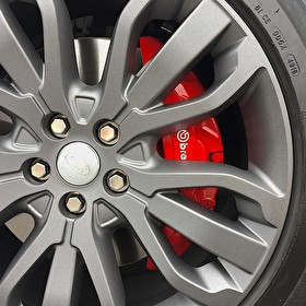 Red Custom Painted Brembo Brake Calipers | Land Rover