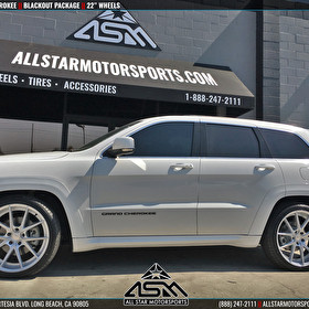 White Jeep Grand Cherokee | Blackout Package | Emblems and Trim