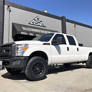 White Ford F250 18 Inch Method Grid Wheels Titanium Gray