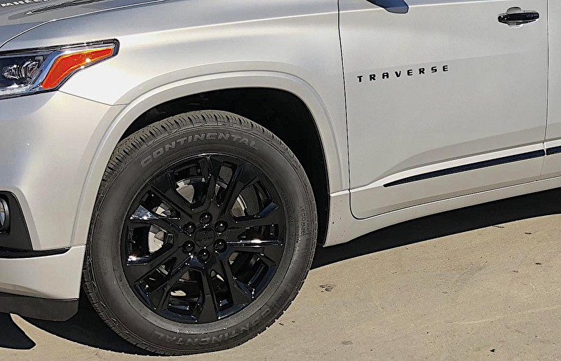 Puente Hills Chevrolet | Blackout Package Chevy Traverse with Black Powder Coated Wheels