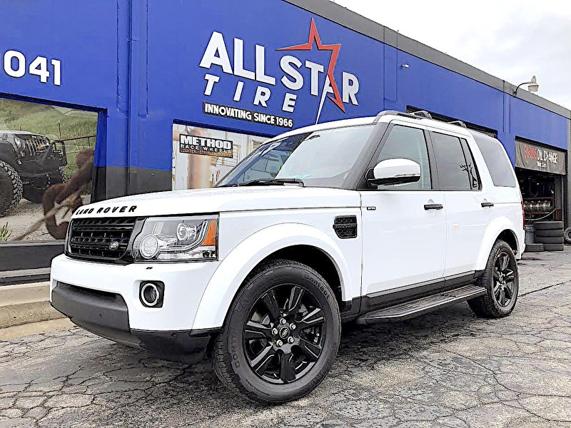 White 2016 Land Rover LR4 | Blackout Package