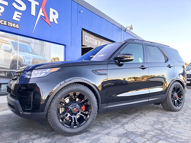 Land Rover Discoverer | Blackout Package | Custom Painted Caps on Fuel D560 Vapor Wheels