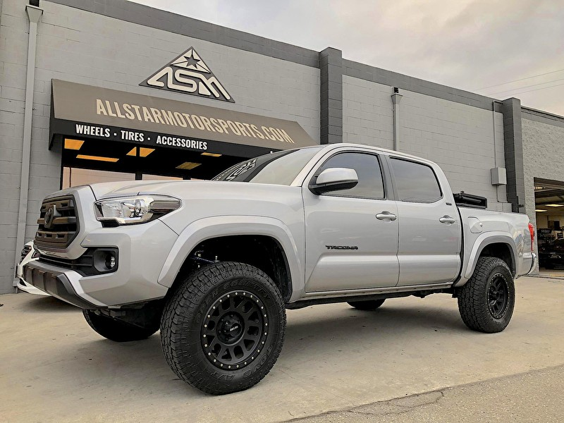 Toyota Tacoma Lifted >> Silver Toyota Tacoma | Fox Suspension System | Method Grid ...