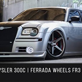 2006 Chrysler 300 bagged | Ferrada FR3 Machine Black / Chrome Lip