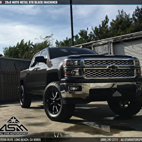 Chevrolet Silverado Lifted with Moto Metal 970 Black/Machined Wheels