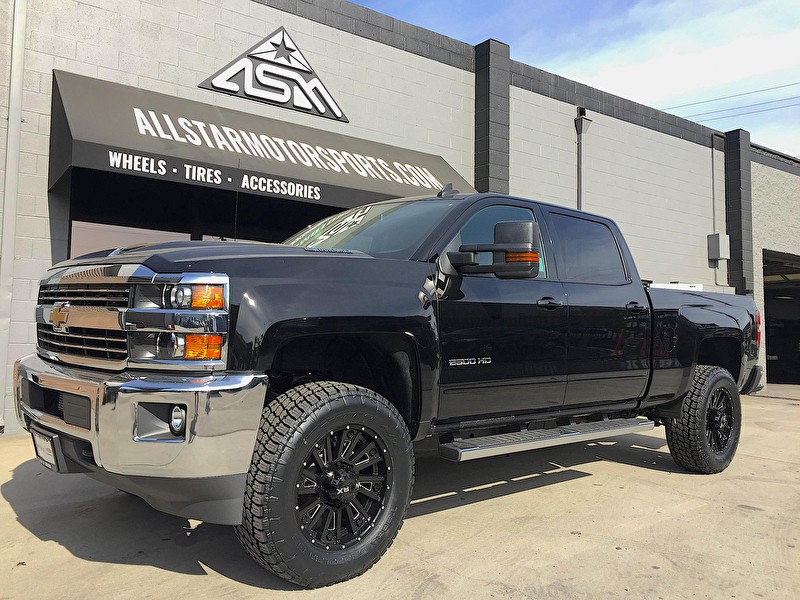"Black Chevy 2500 Silverado | 2"" Rough Country Level Kit 
