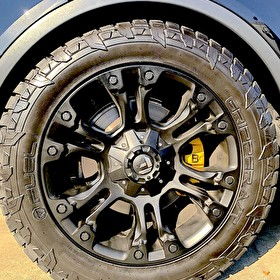 Fuel D560 Vapor Wheels 20 Inch on Fuel Gripper AT Tires | Custom Painted Brake Calipers