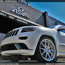 "White Jeep Grand Cherokee | Blackout Package | 22"" Silver Wheels"