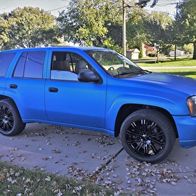 2006 Chevy Trailblazer | 20x8.5 KMC KM677 D2 Gloss Black Wheels | Custom Electric Blue Wrap