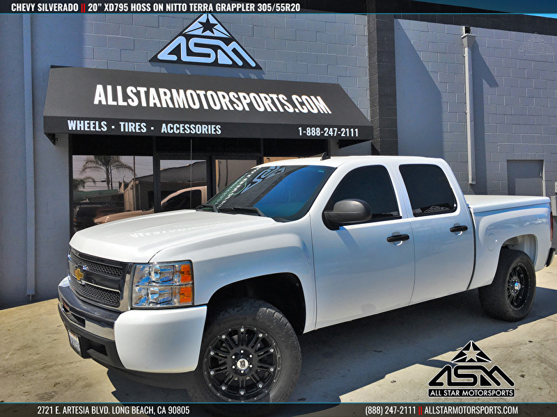 Chevrolet Silverado Leveled | 20x9 KMC XD795 Hoss Gloss Black | Nitto Terra Grappler 305/55R20