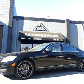 Black Mercedes Benz S-Class | 22 Inch Staggered Niche M152 Viscenza