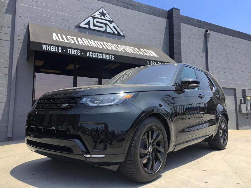 Black Land Rover Discovery | Custom Blackout Package and Powdercoated Wheels